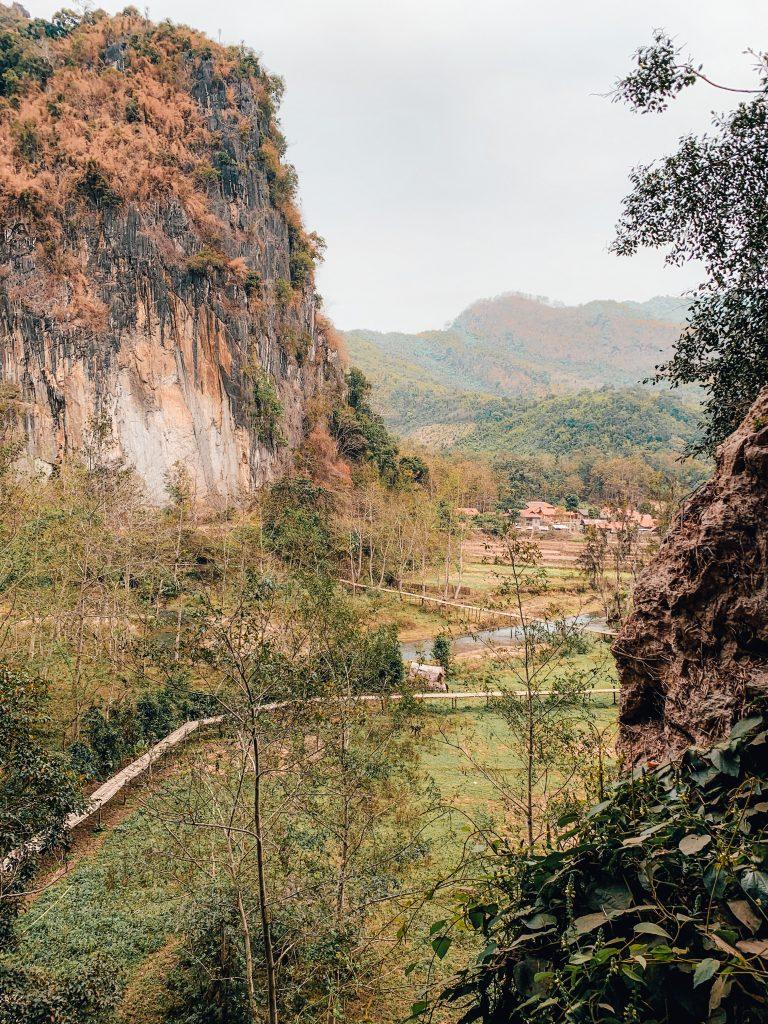 pha tok cave nong khiaw