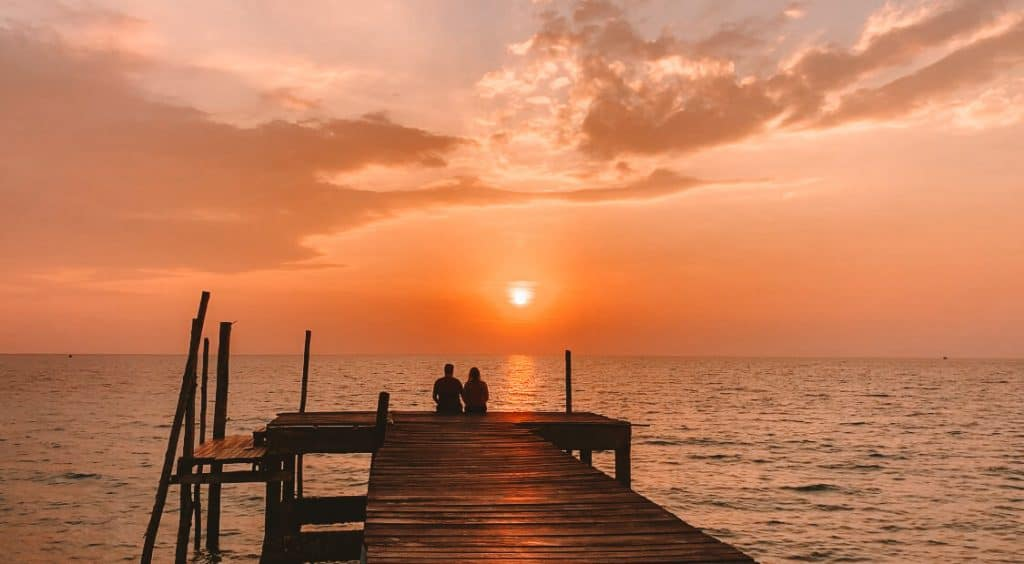 koh kood couple sunset